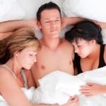 Трима в леглото